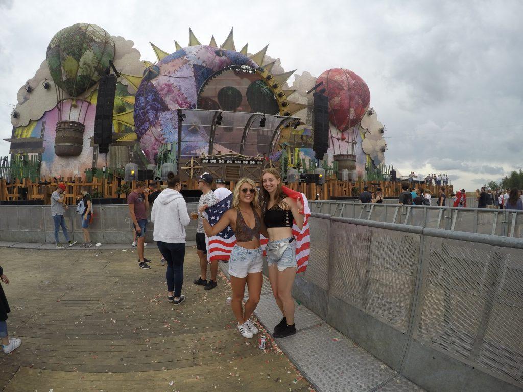 Tomorrowland Belgium: 4/5 Stars on TripAdvisor – Backpacks and Beat
